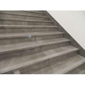 Scale su misura in gres porcellanato effetto pietra lucida - Edilvetta Verona