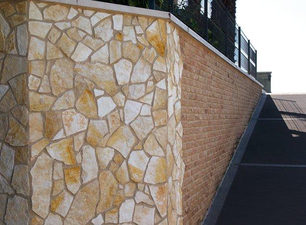 Pietre naturali pietra di prun rosso verona porfido - Pietra faccia vista per esterni ...